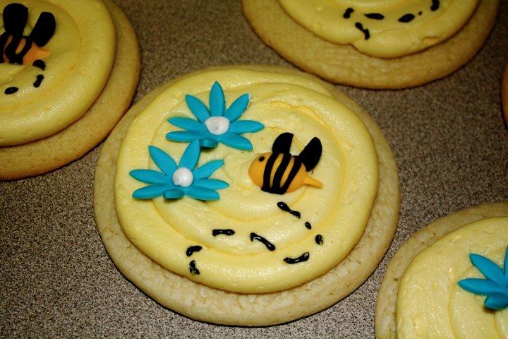 bumble+bee+sugar+cookies.jpg