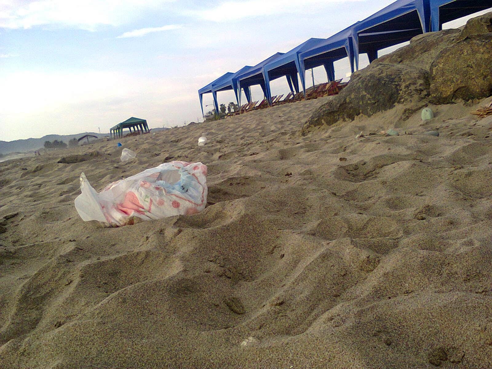 Descuido de los usufructuarios de la playa