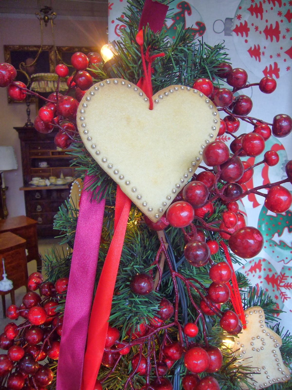 I biscotti di natale un 39 idea per decorare l 39 albero con gusto e semplicit antichit bellini - Decorare un arco per natale ...