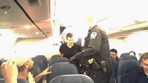 Wanita Mabuk Ini Mau Berhubungan Sex di Dalam Pesawat