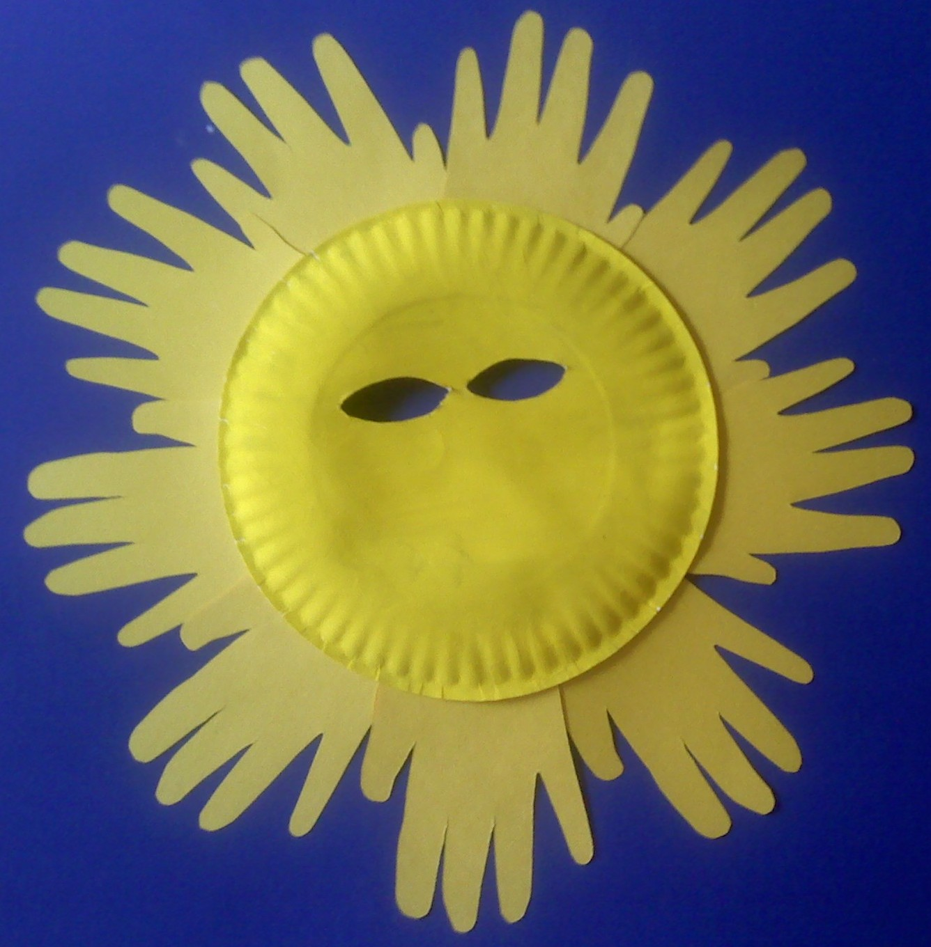 Paper Plate Sun Mask & Crafts For Preschoolers: Paper Plate Sun Mask
