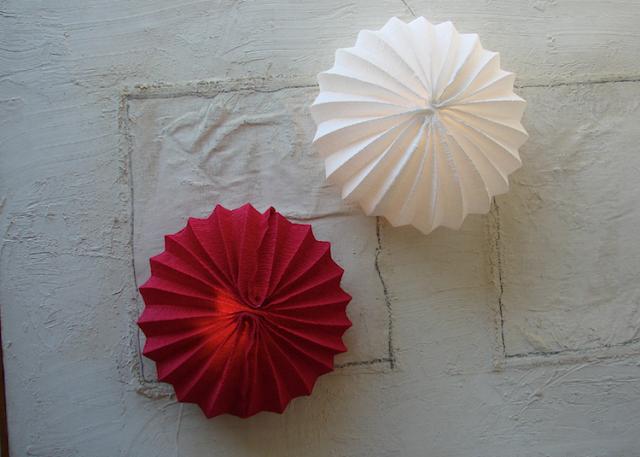 eco design: lampade di carta crespa fatte a mano