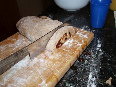 Cinnamonrollcutting_photo_by_CrucibleGuardian_at_Wikipedia