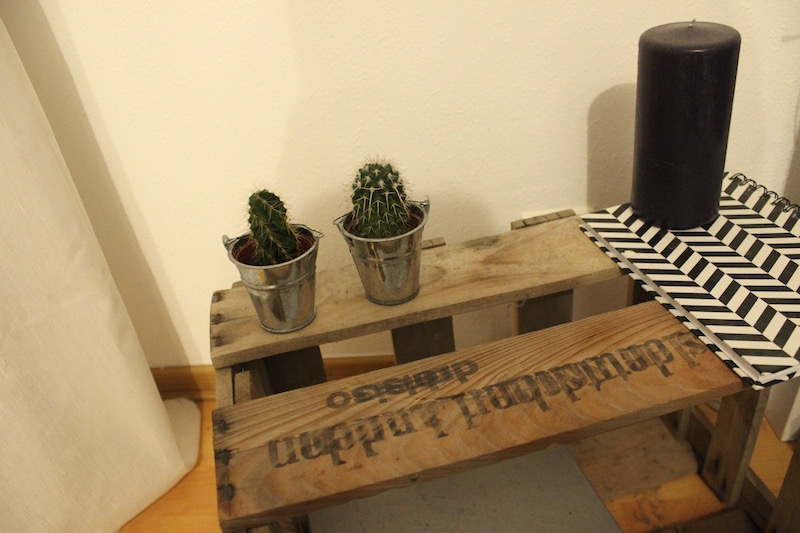 Interior Bedroom DIY Upcycling Nachttisch Weinkiste