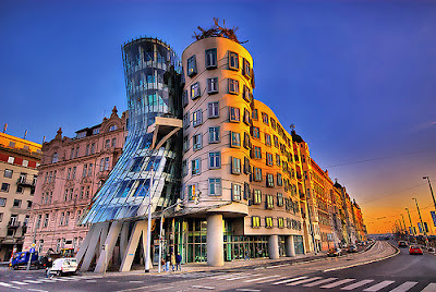 Weird Buildings - dancing building