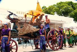 Setelah Panembahan Girilaya wafat, Kasultanan Cirebon terbagi tiga: Kasepuhan, Kanoman, Kacirebonan