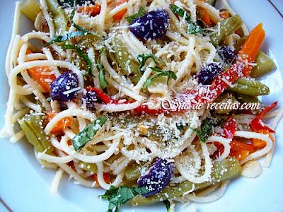 Espaguete colorido