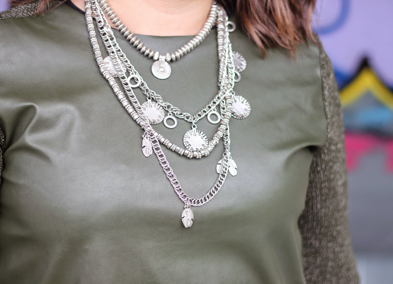 photo-look-blogger-street_style-kakhi_jumpsuit-black_skirt-collar_stradivarius