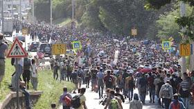 Asylanteninvasion unterwegs nach Deutschland und Österreich