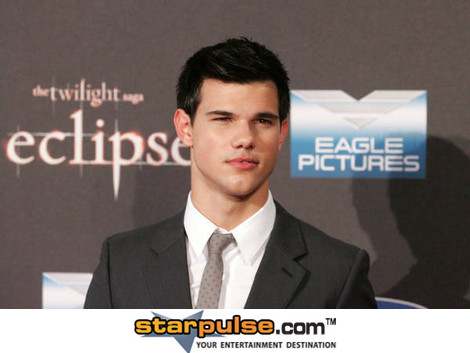 OFFICIAL TAYLOR LAUTNER FAN PAGE: Old/New Taylor at the ...