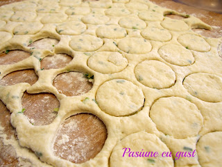 DSCF7783 Mini biscuiti cu crema de branza si chives