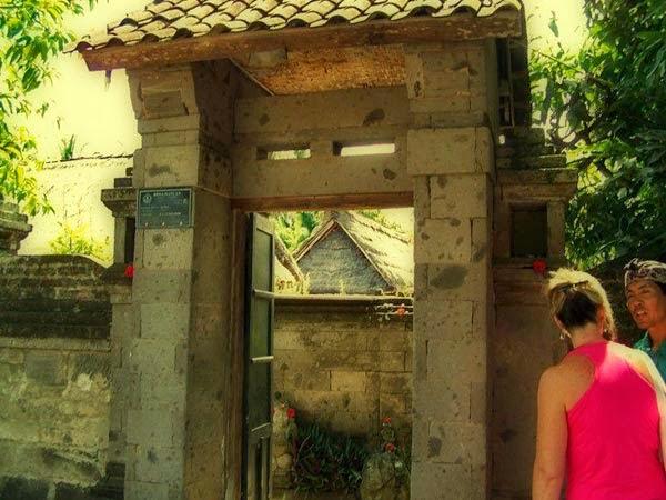 Pintu masuk rumah tradisional Bali