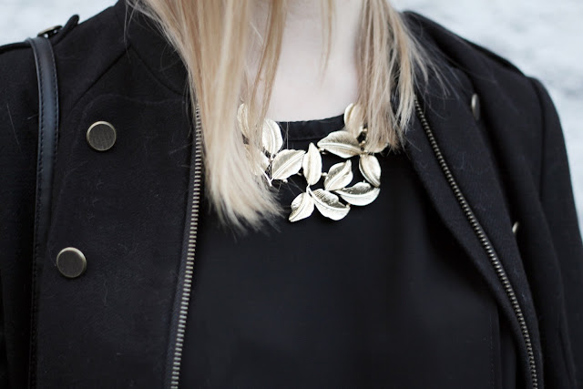 leaves statement necklace details