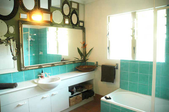 Seeing regular ol' not-especially-pretty bathrooms done up with bright  happy colours was just the thing I needed to get off my arse and get down  to Homebase ...