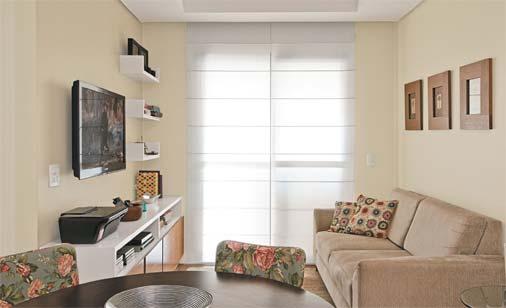 decoracao de ambientes pequenos apartamentos:de prateleiras que integra o projeto do rack expõe livros, álbuns de