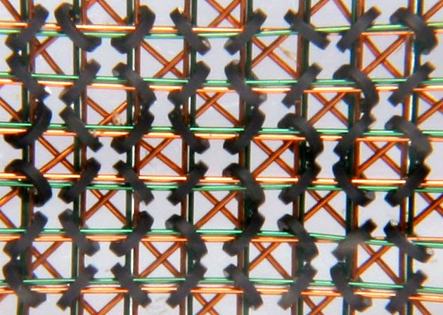 Memoria caché: cables de cobre dentro de núcleos de ferrita