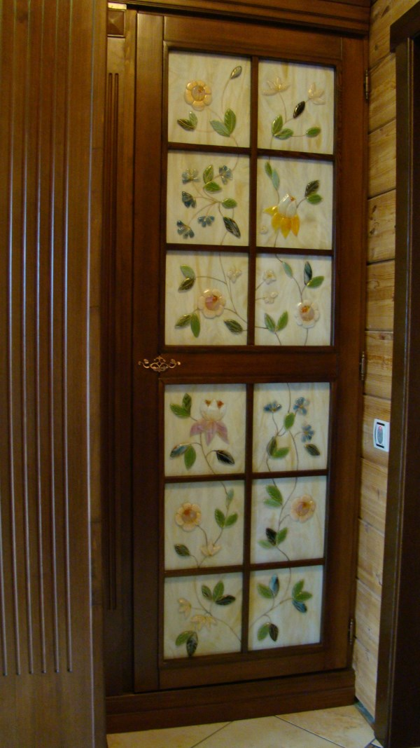 Дверные вставки с фьюзингом и росписью золотой краской