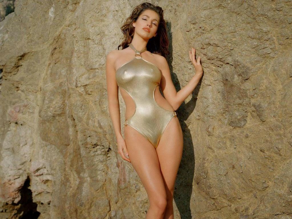 Kelly Brook Hot Model Swimsuit Body