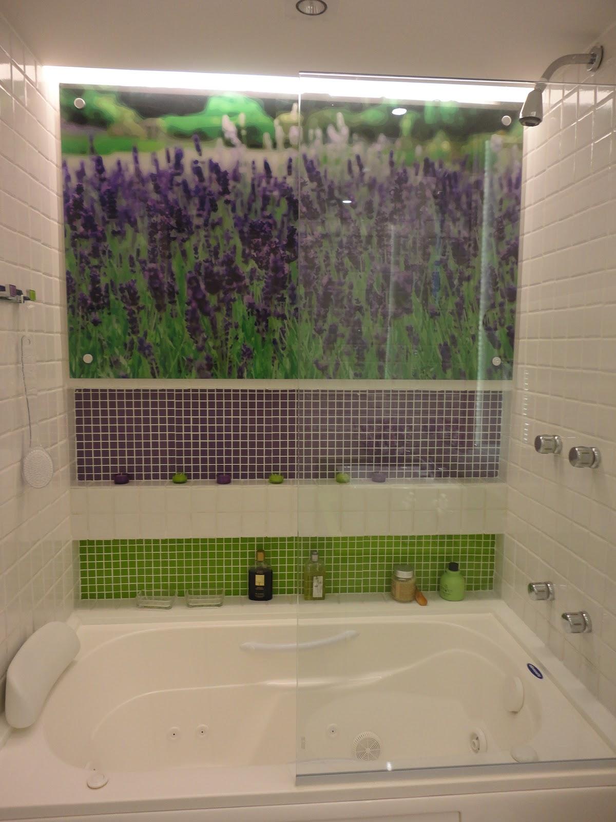HELENA TORRES: REFORMA DE APARTAMENTO NA BARRA BANHEIRO ROMÂNTICO #4C5E28 1200x1600 Banheiro Com Banheira Verde