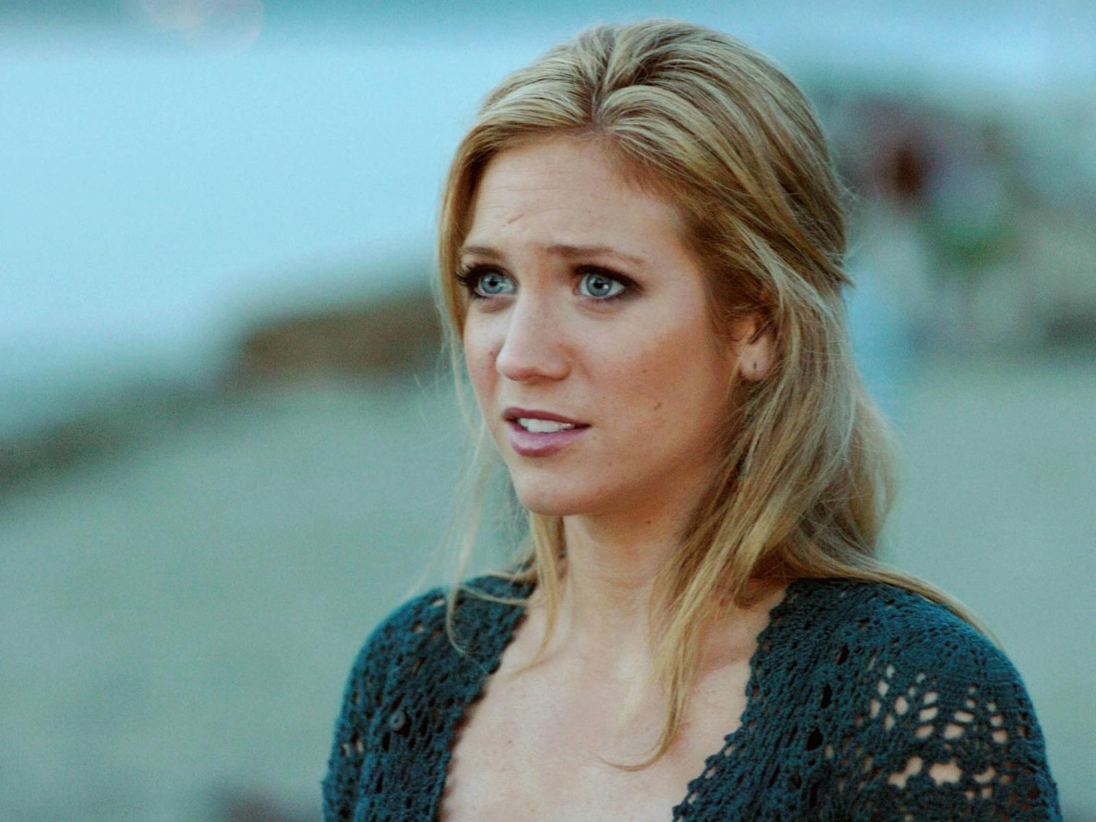 Brittany Snow - Wallpaper Actress