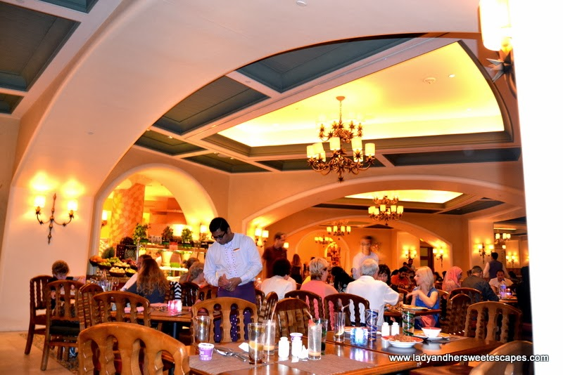 Dinner Buffet In Kaleidoscope At Atlantis The Palm Lady