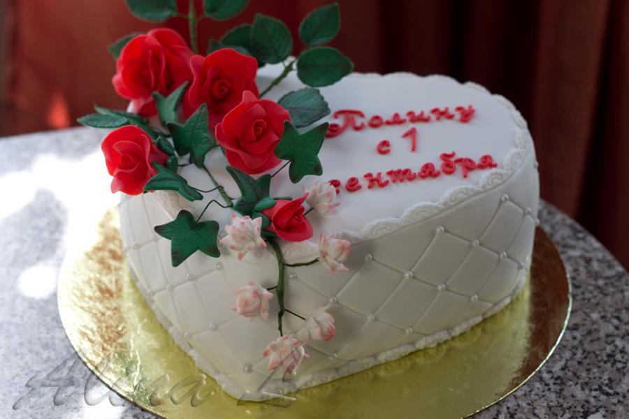 About cakes торт сердце с красными розами