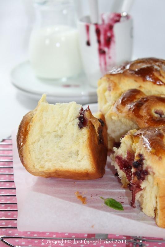 Dizani pužići s marmeladom i brusnicama