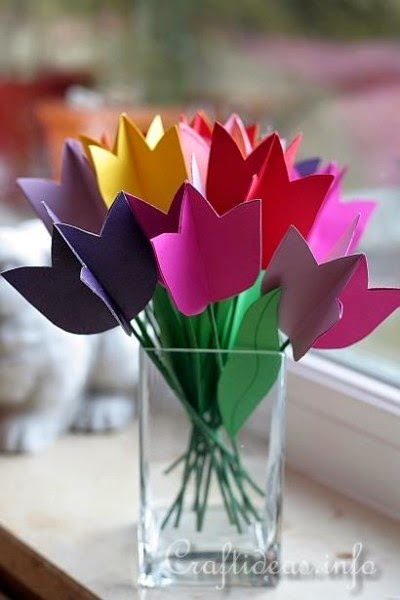 http://funfamilycrafts.com/paper-tulip-bouquet/