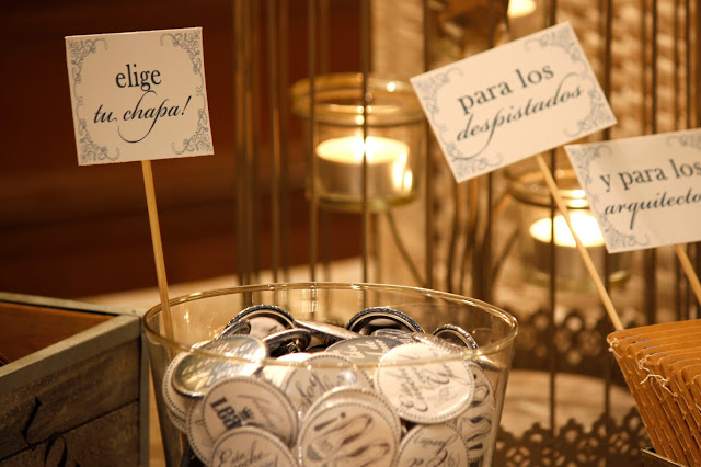 detalles de boda chapas para invitados