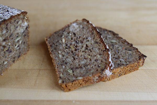 baka eget danskt rågbröd