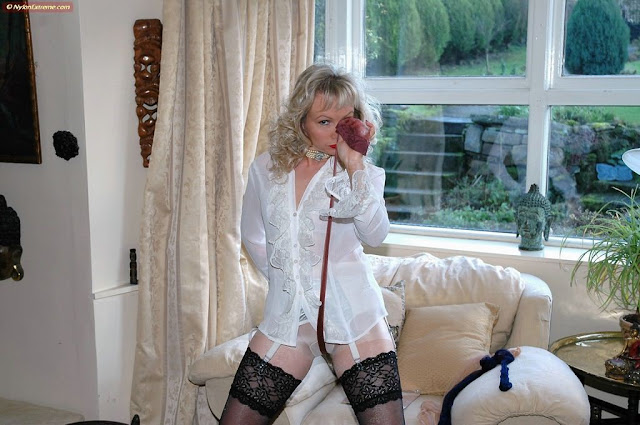 Fullfill Your Nylon Dreams With Sue 31
