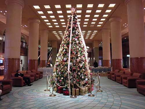 京都ホテルオークラロビーのクリスマスツリー