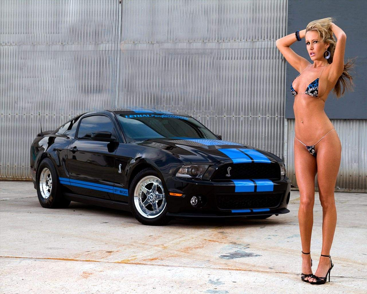 2013 ford mustang sports car and girls