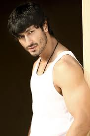 Vidyut-Jamwal-Bollywood-Actor-pics-4