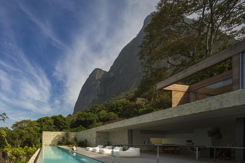 Rio de Janeiro mountains and modern home