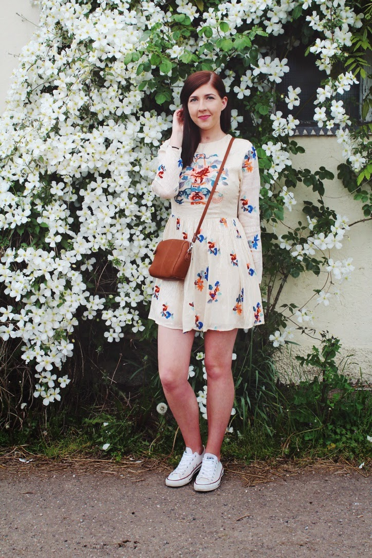 ASOS, asseenonme, fashion, fashionblogger, fashionbloggers, fblogger, fbloggers, floralprint, skaterdress, halcyonvelvet, lookoftheday, lotd, ootd, outfitoftheday, converse, whatimwearing, wiw, crossbodybag