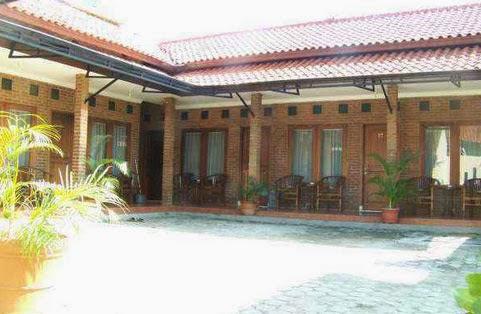 guest house penginapan rossa di kota cirebon harga sewa rp 175 000