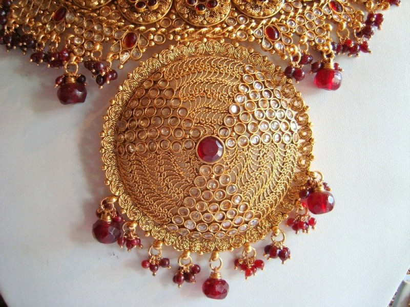 JEWELLERY DESIGNS: Beautiful Gold Jewellery Designs For 2011