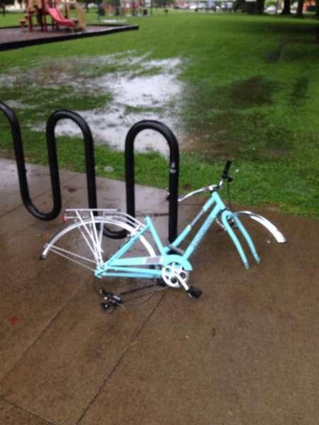 saat ban sepeda anda di curi