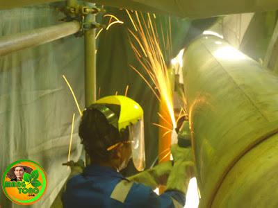 Pemotongan besi dengan mesin gerinda