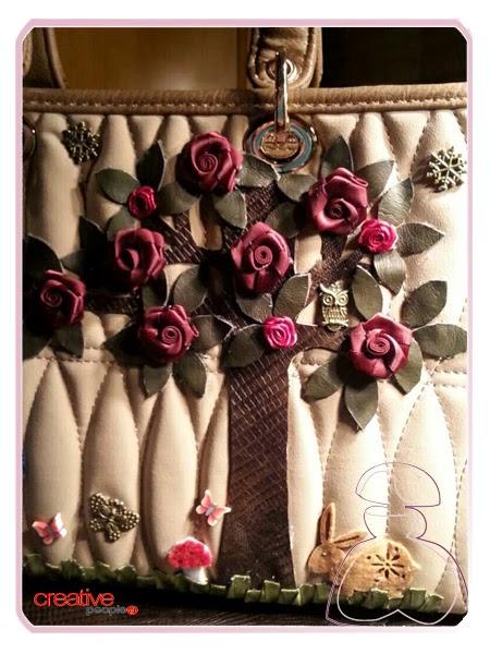 Más detalles bolso de mano decorado a mano por Sylvia Lopez Morant
