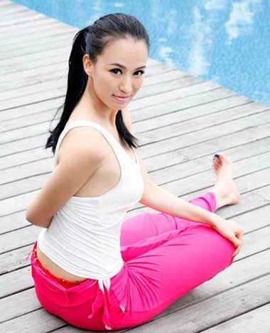 Most Beautiful And Sexiest Women Yoga Coaches And Poses Mu Qi Miya