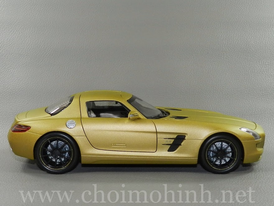 Mercedes-Benz SLS AMG 2010 1:18 Kyosho side