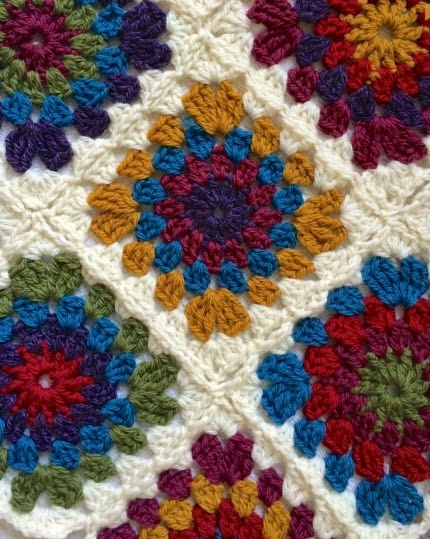Circle Centred Crochet Granny Square - Free Pattern