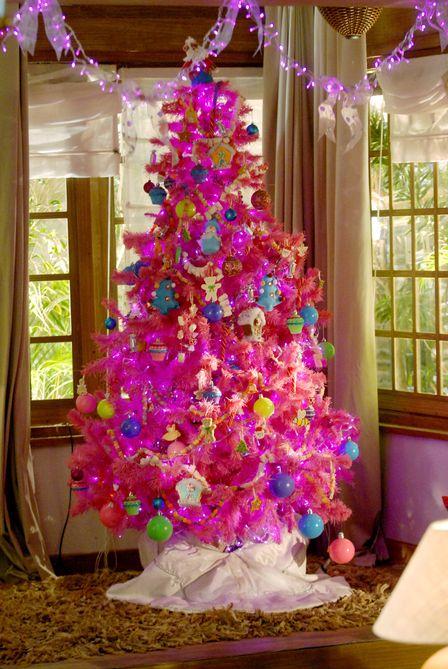 decoracao de arvore de natal rosa: mas dá para usar outras cores também, como o rosa ou o verde claro