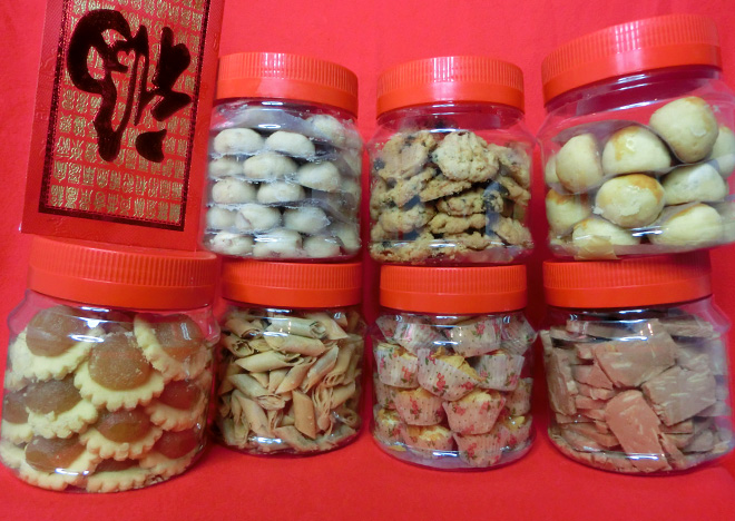http://bongqiuqiu.blogspot.sg/2013/12/yummiest-chinese-new-year-goodies-is.html#.UtrnE_awoy5