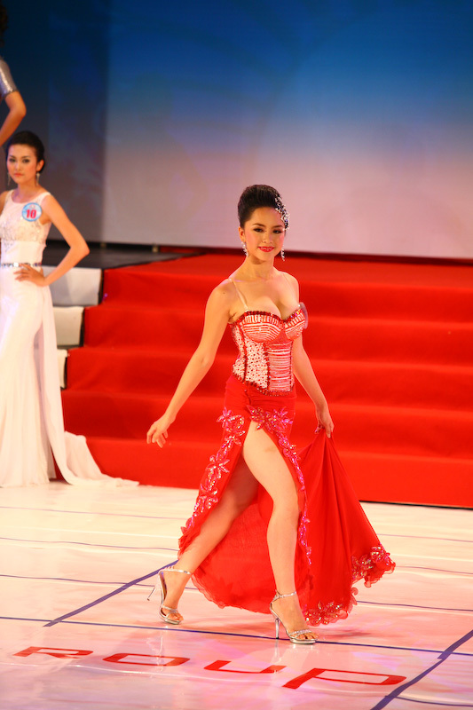 duong truong thien ly miss vietnam world 2008 photos 03
