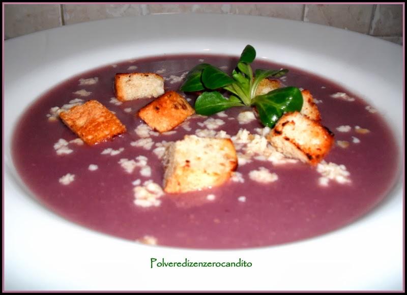 crema di cavolo viola con scamorza affumicata e crostini di pane alla soia
