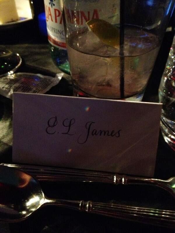 E.L. James twittea dos fotos desde la ceremonia de Los Oscares!