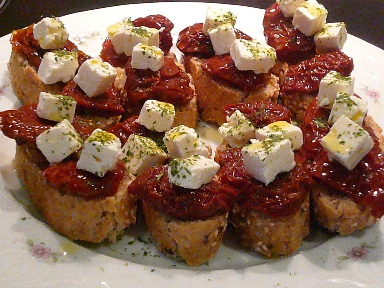 Mamuchi en la cocina canap s de tomates secos y feta for Canape de pate con cebolla caramelizada